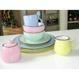 Servies in pasteltinten